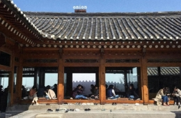 Korean 100-year-old traditional house becomes trendy destination for cafe-goers