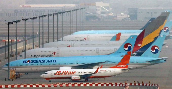 Korean Air and Asiana Airlines' planes grounded at Incheon Int.'l Airport.