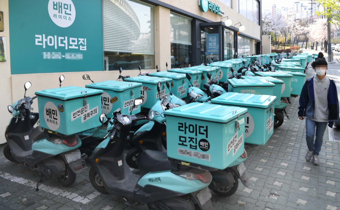 Baemin delivery scootersnoutside the regional office