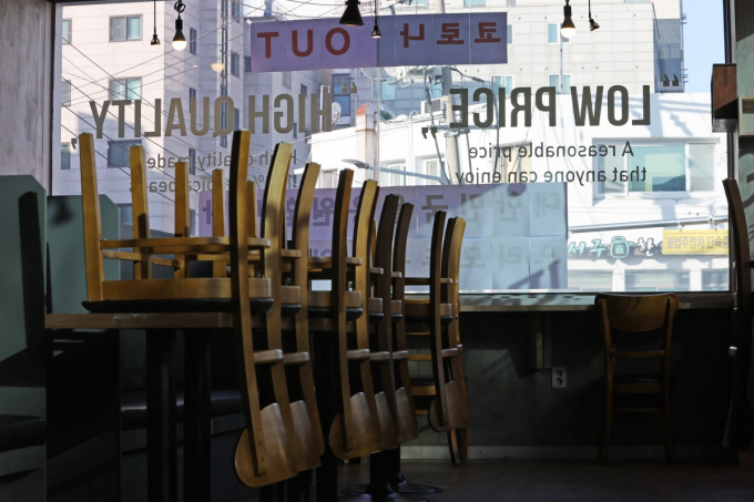 Many coffee shops and restaurants closed amid COVID-19 social-distancing measures.