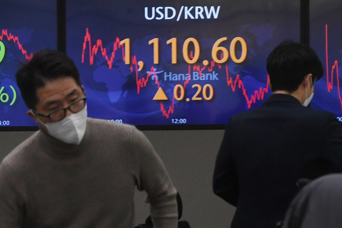 Korean firms rush to tap bond market ahead of rate hikes