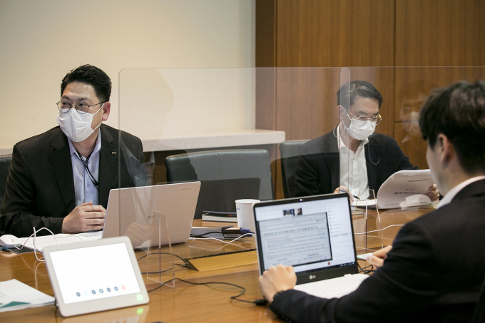 Gunung Lee, head of KIC's asset allocation (at left) and Sungil Kim, head of investment strategy (at right)