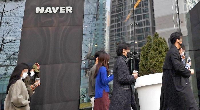 Naver mulls more global bond sale, webtoon unit's IPO