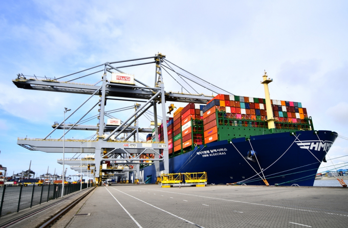 Riding cargo boom, H-Line Shipping resumes IPO process